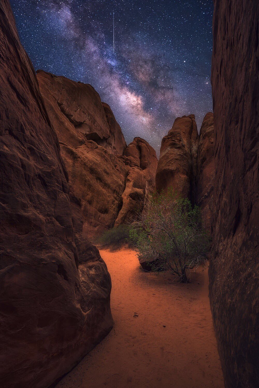 #MayThe4thBeWithYou! Here's an amazing Milky Way pic @ArchesNPS by Joshua Snow #Utah #StarWarsDay https://t.co/HWrSMNMqwV