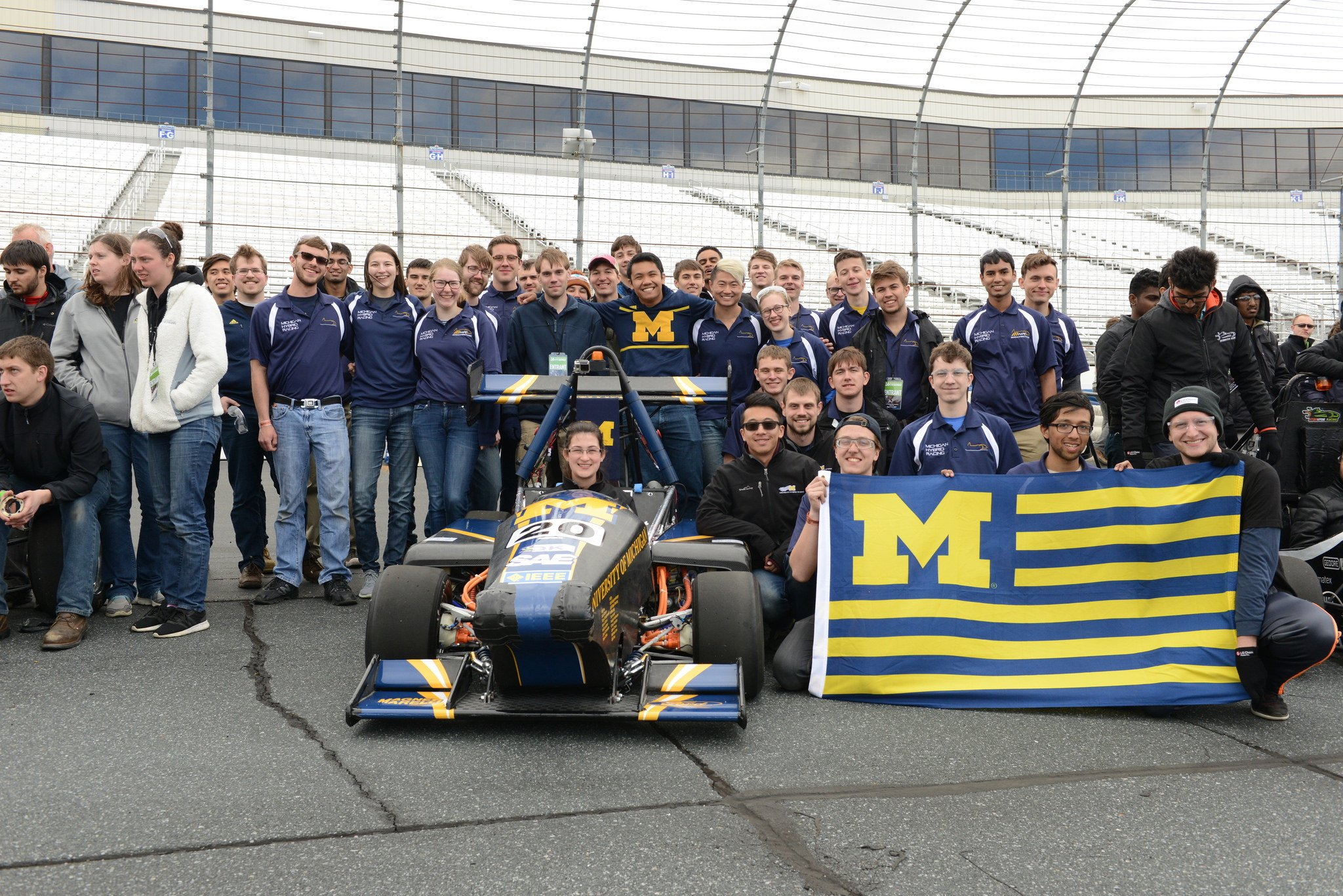 Congrats to University of Michigan @UMHybridRacing for taking 5th place in hybrid at #FormulaHybrid17! @UMengineering @michigandaily https://t.co/xlwn94mVvC