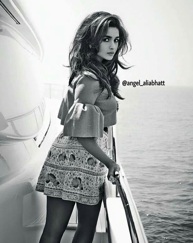 Black &amp; White  @aliaa08  #AliaBhatt #angel_aliabhatt #Bollywood #blackandwhite #instagood #Twitter #FolloMe<br>http://pic.twitter.com/HTn48CfhdL
