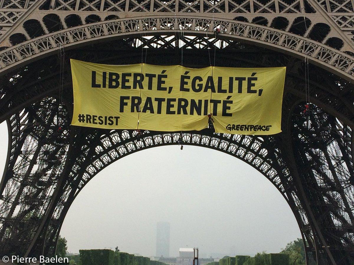 Liberté, Égalité, Fraternité.  Ne laissons pas le Front National mettre en danger nos valeurs. #Resist https://t.co/yoZrT6ucod