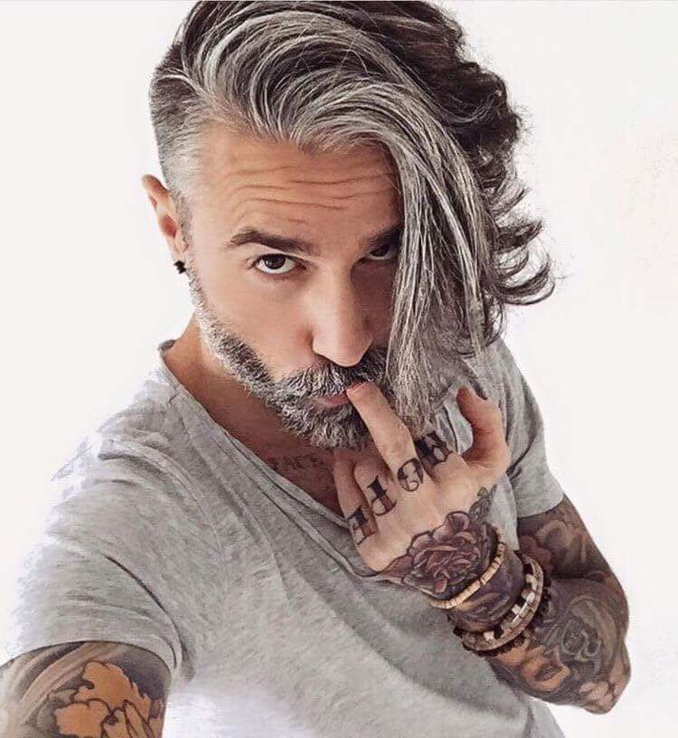 """""""ジジイの髪型""""って題名で海外サイトに投稿されてたんだけど、なによりもこのモデル…"""