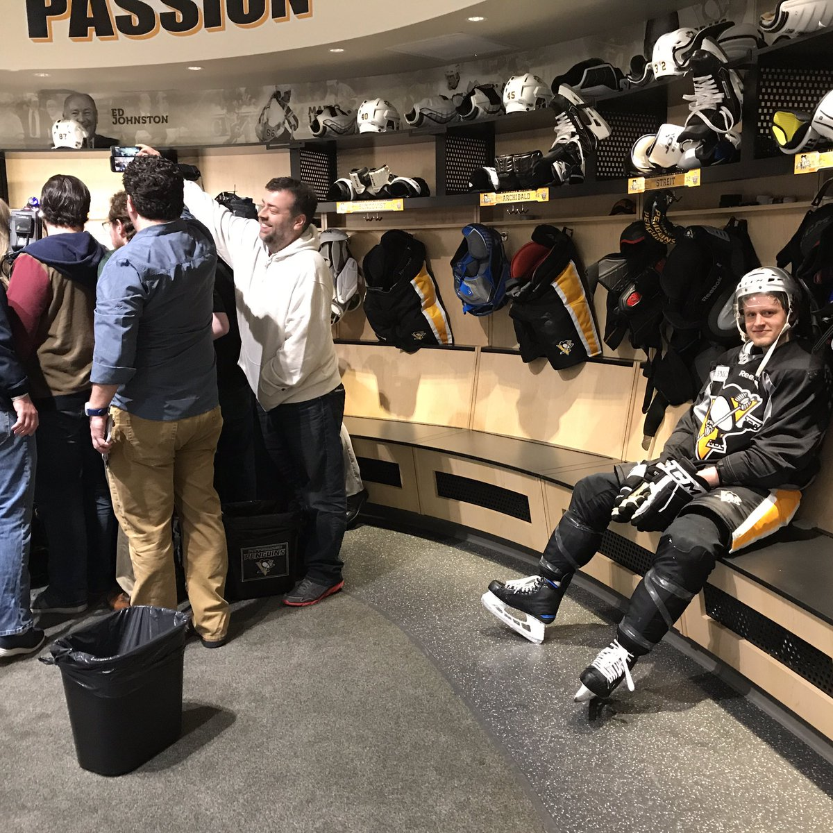 ".@jakenbake20 ""Someone's been sitting in my stall"" https://t.co/CjrrQnyMR1"