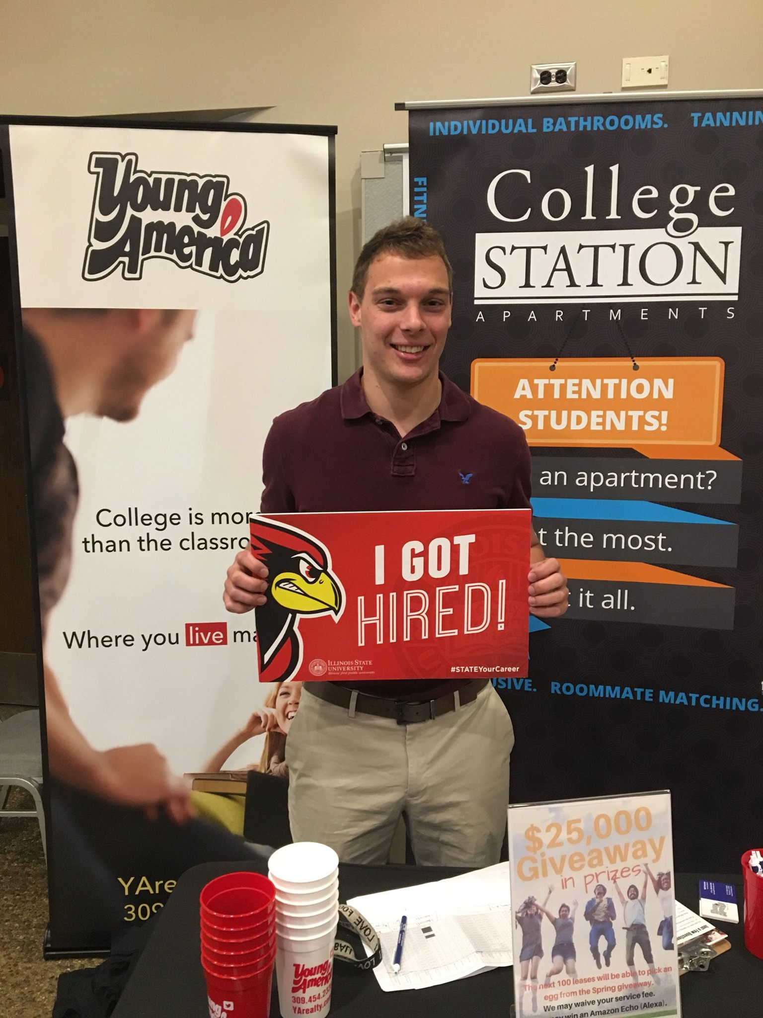 Congratulations to Michael Czaja, a finance major who will be working this summer for Walsh Construction Company. #STATEYourCareer! https://t.co/DAvF9D2C0w