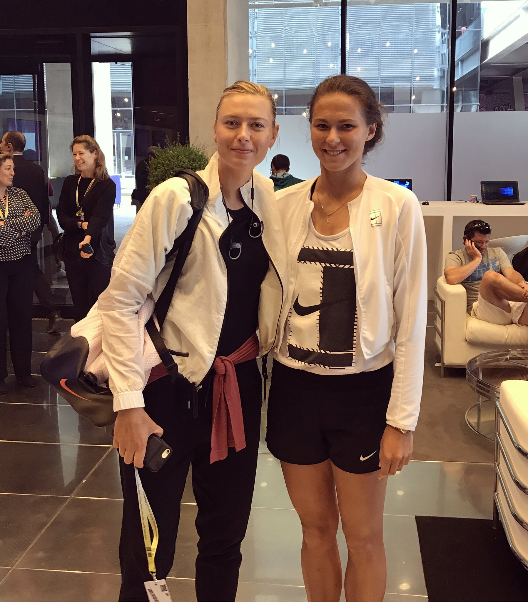 ¿Cuánto mide Maria Sharapova? - Altura - Real height C_EeAAIXoAA046C?format=jpg&name=large