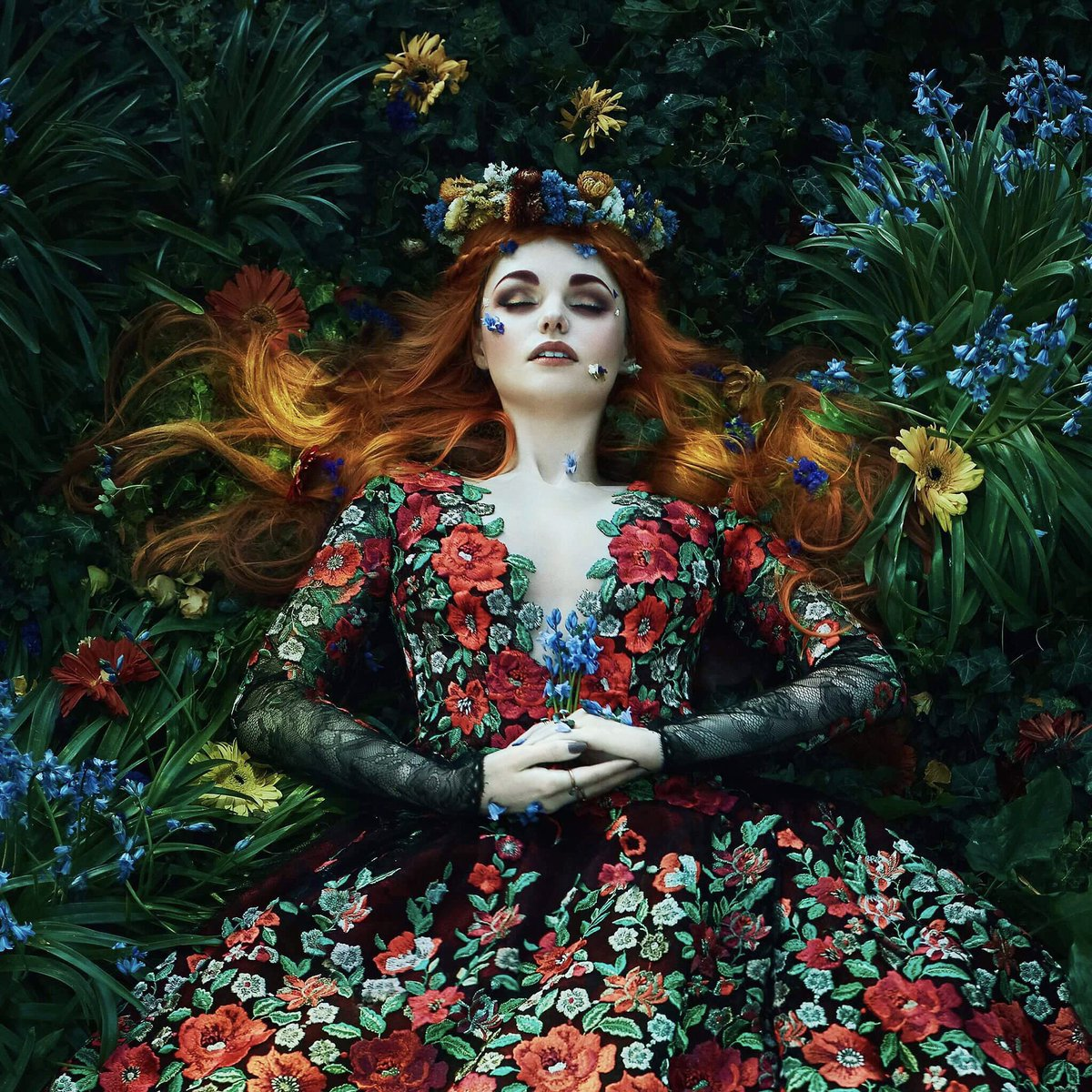 Photographer creates scenes and queens right out of a fairytale