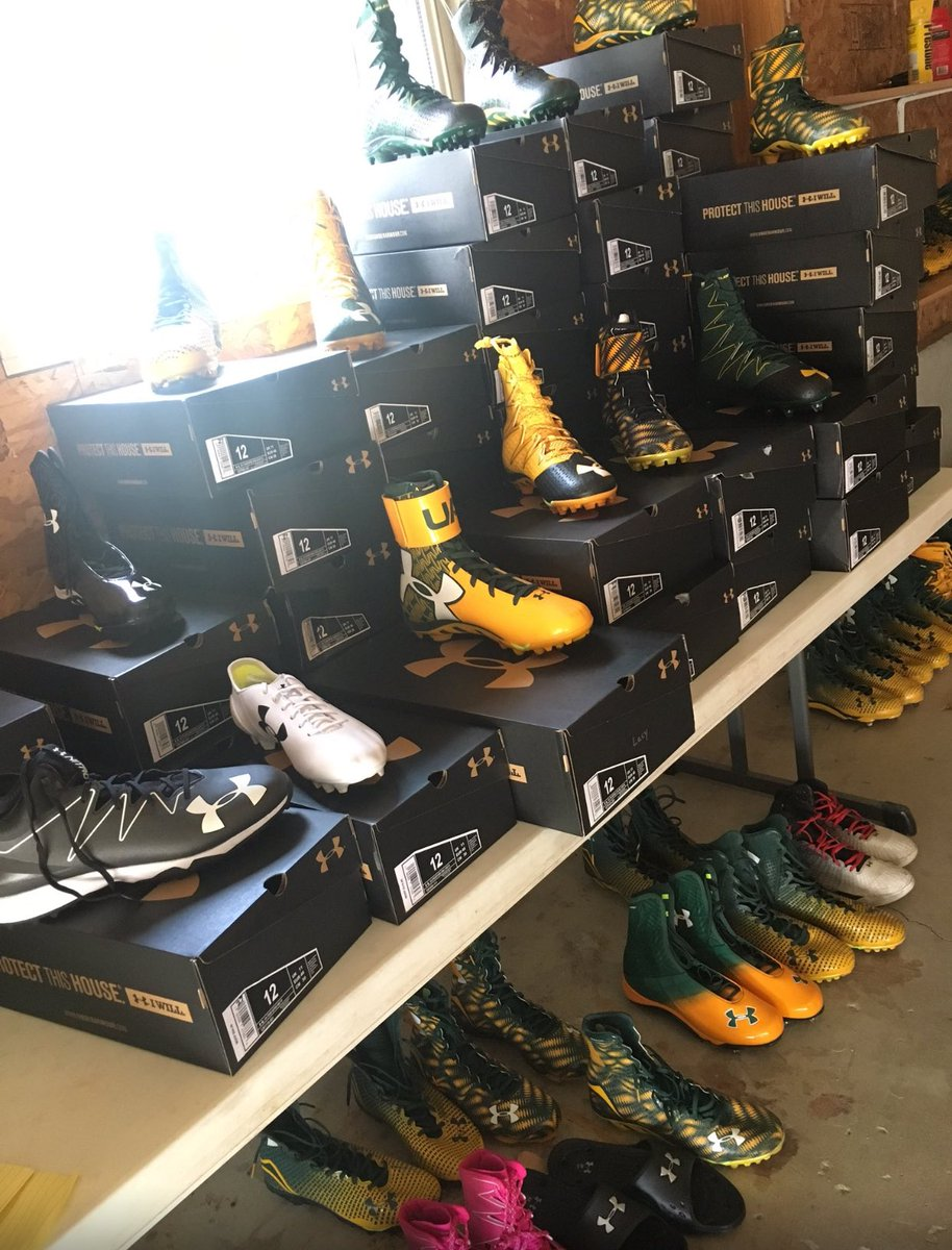 230bb4fd Eddie lacy selling old packers gear at charity garage sale in green ...