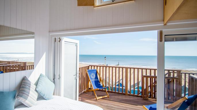 Take a look inside Bournemouth's newest beach hut - it's big enough to stay the night https://t.co/qpCHBpW4oI https://t.co/BOwcl5iH8d