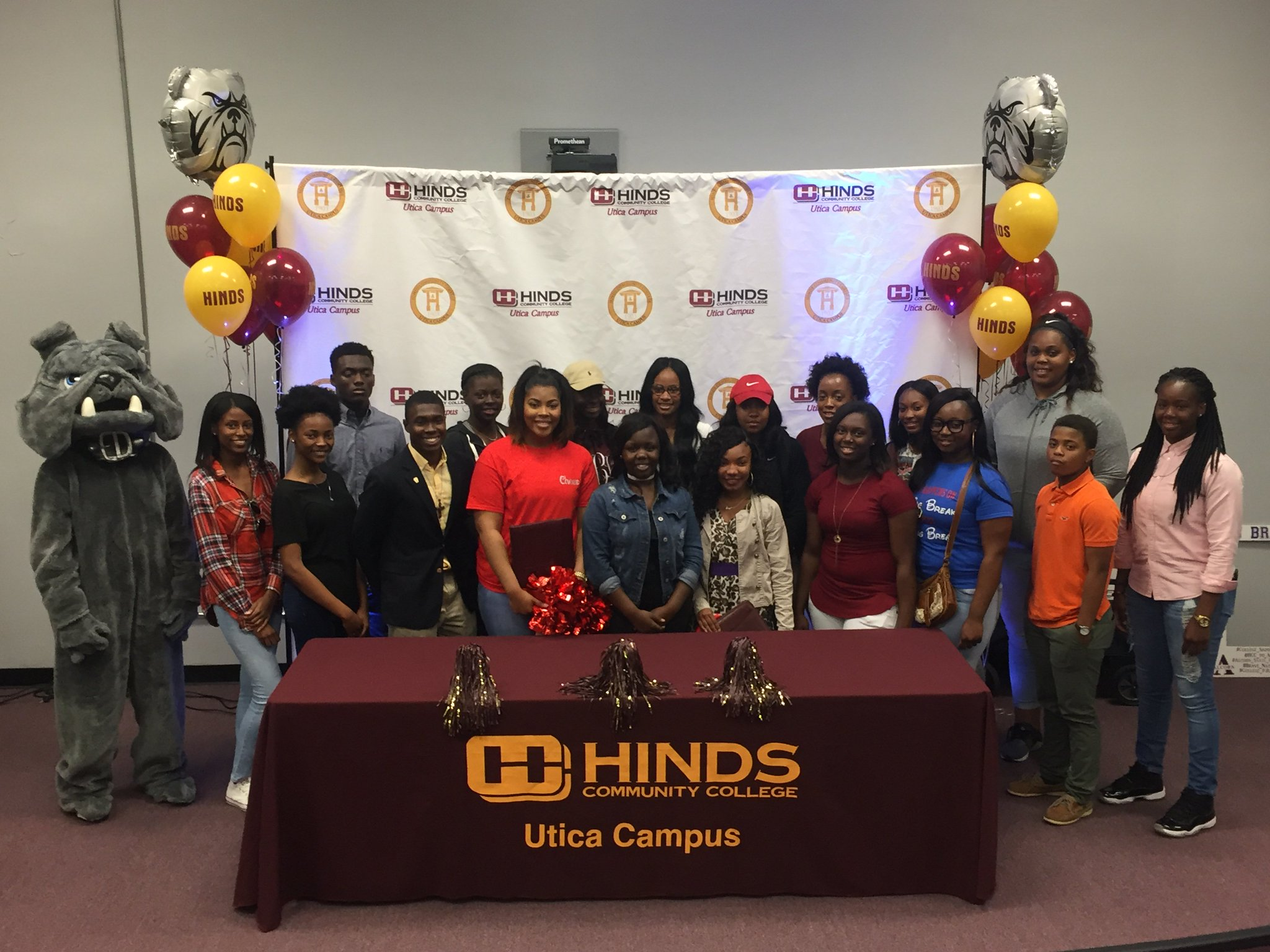 Welcome to @HindsCCUtica (a 2 year HBCU) incoming Freshmen!  #CollegeSigningDay2017 @ReachHigher @BetterMakeRoom https://t.co/wMIGmt5K3w