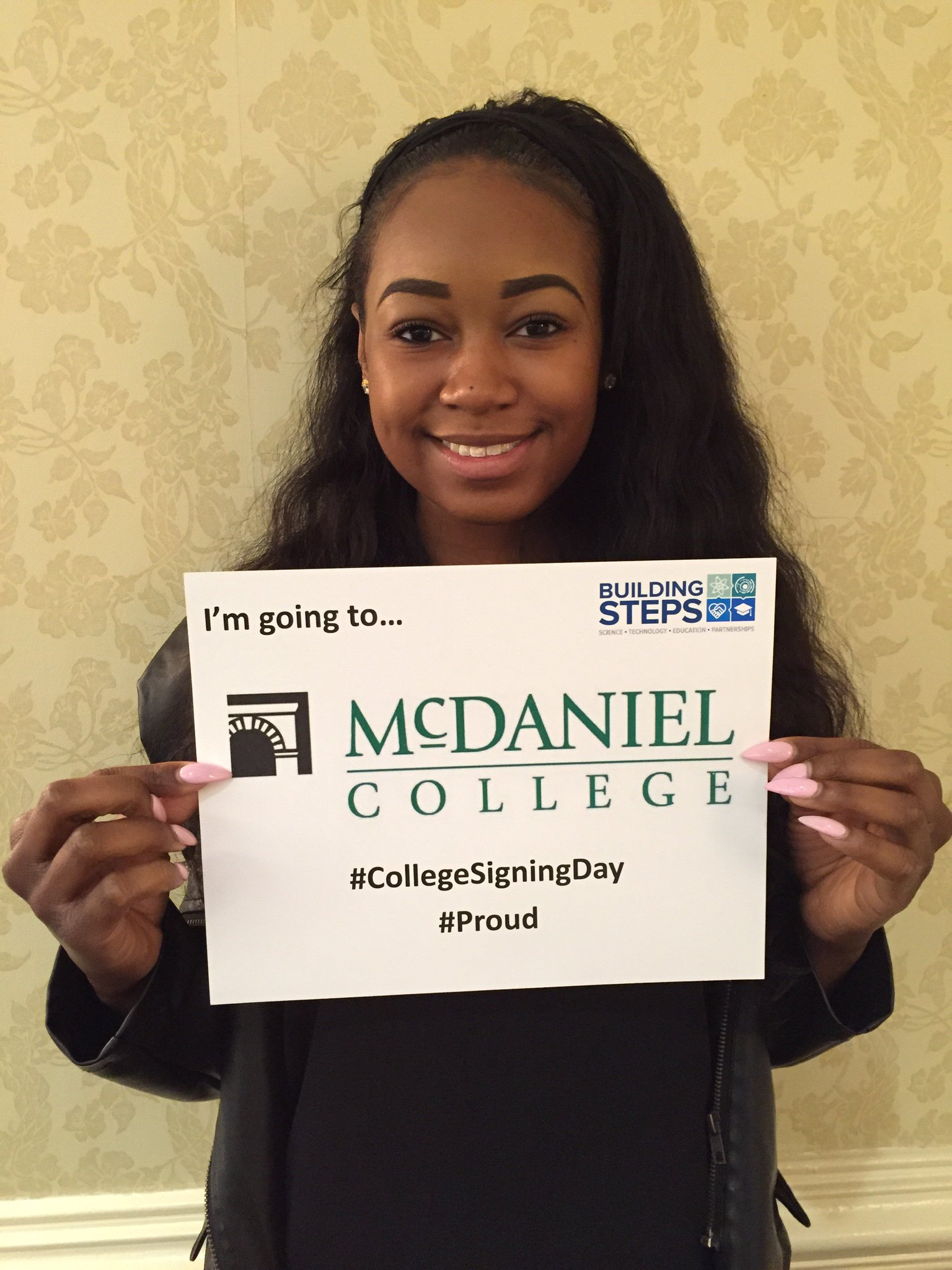 Our seniors are celebrating #CollegeSigningDay with pride! @McDanielCollege   @ReachHigher @BetterMakeRoom https://t.co/LfW0yytb90
