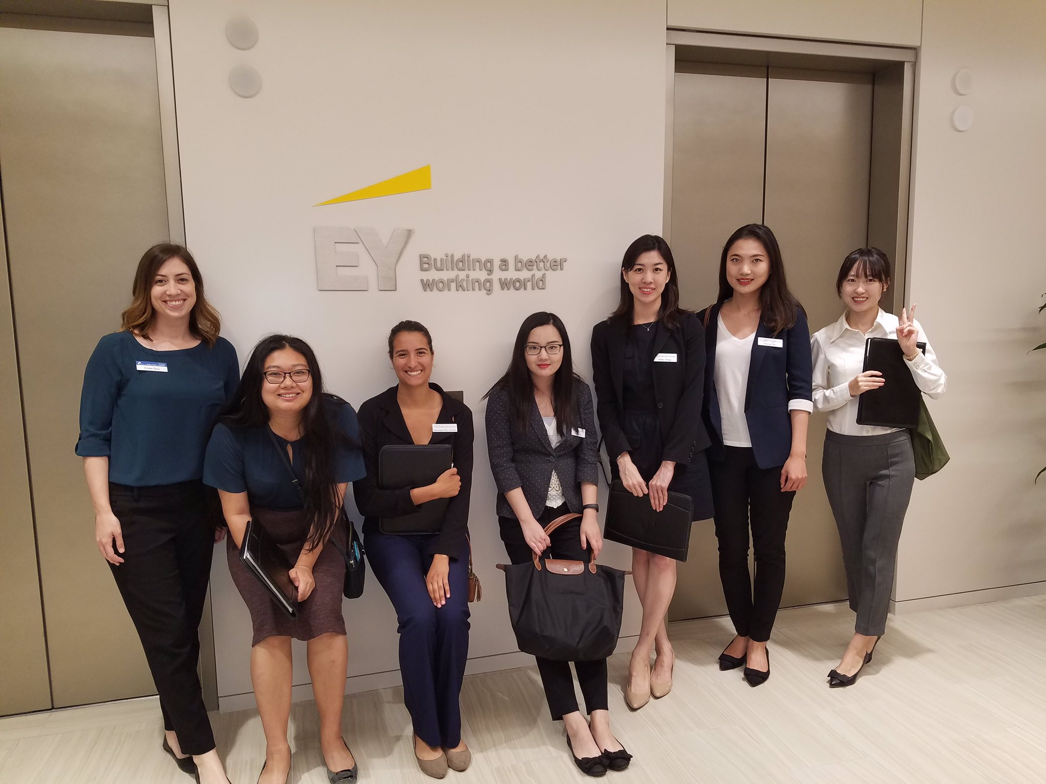 Enjoying our stop at @EYnews in #LosAngeles! https://t.co/HuIcTCLnYW