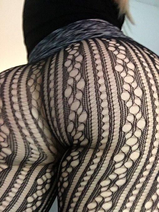#FatBooty #pantyhose #onyourknees #assworship #FridayFeeling #nowplaying #yourfaceormine 😈 https://t