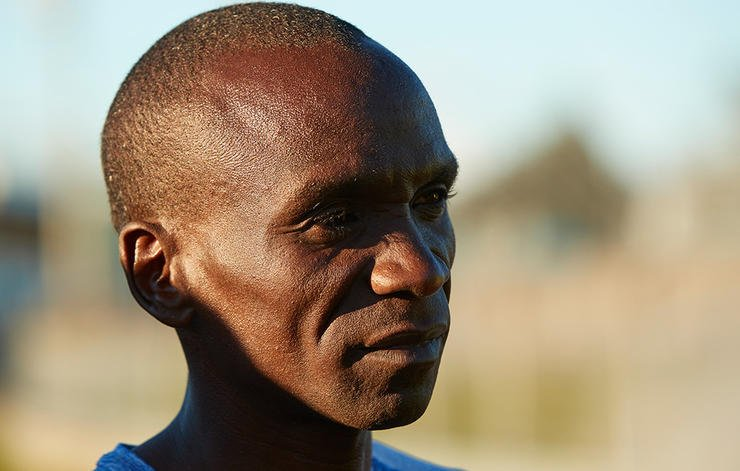 So close! Kipchoge runs 2:00:24 in the #breaking2 attempt http://spr.ly/60198gbUz