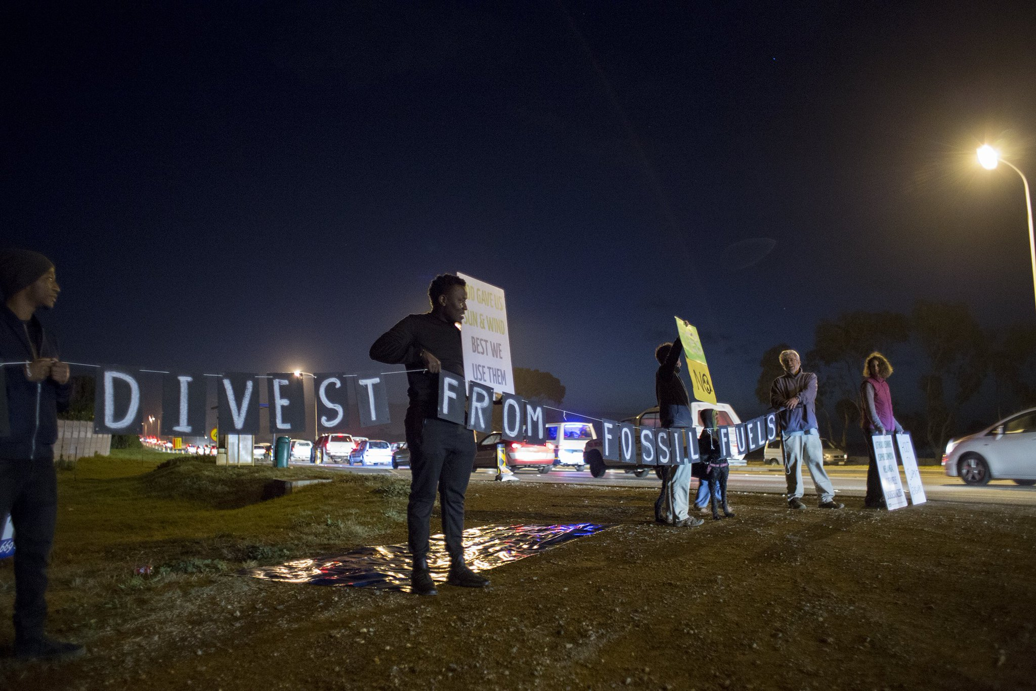 In #SouthAfrica the #gdmafrica2017 kicked off with a light display spelling out divestment messages. More pics: https://t.co/B6frOlhbhK https://t.co/4QaUhYYIzD