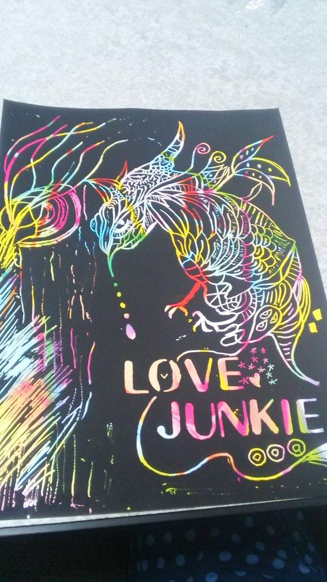test ツイッターメディア - 暇やったので人のインスタで発見した #ダイソー #レインボーペーパーシート で#絵  を描く #めっちゃ楽しい ! 削るだけ。わけわからんの出来た。(笑 #loveJunkie https://t.co/amtRQqRmoL