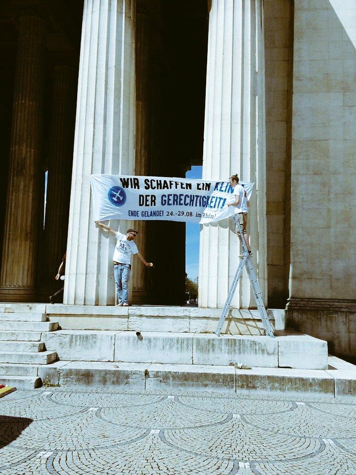 Wir schafen ein Klima der Gerechtigkeit - auch in #München! @Ende__Gelaende #fossilfree #cm17muc https://t.co/BndJOhK0ub