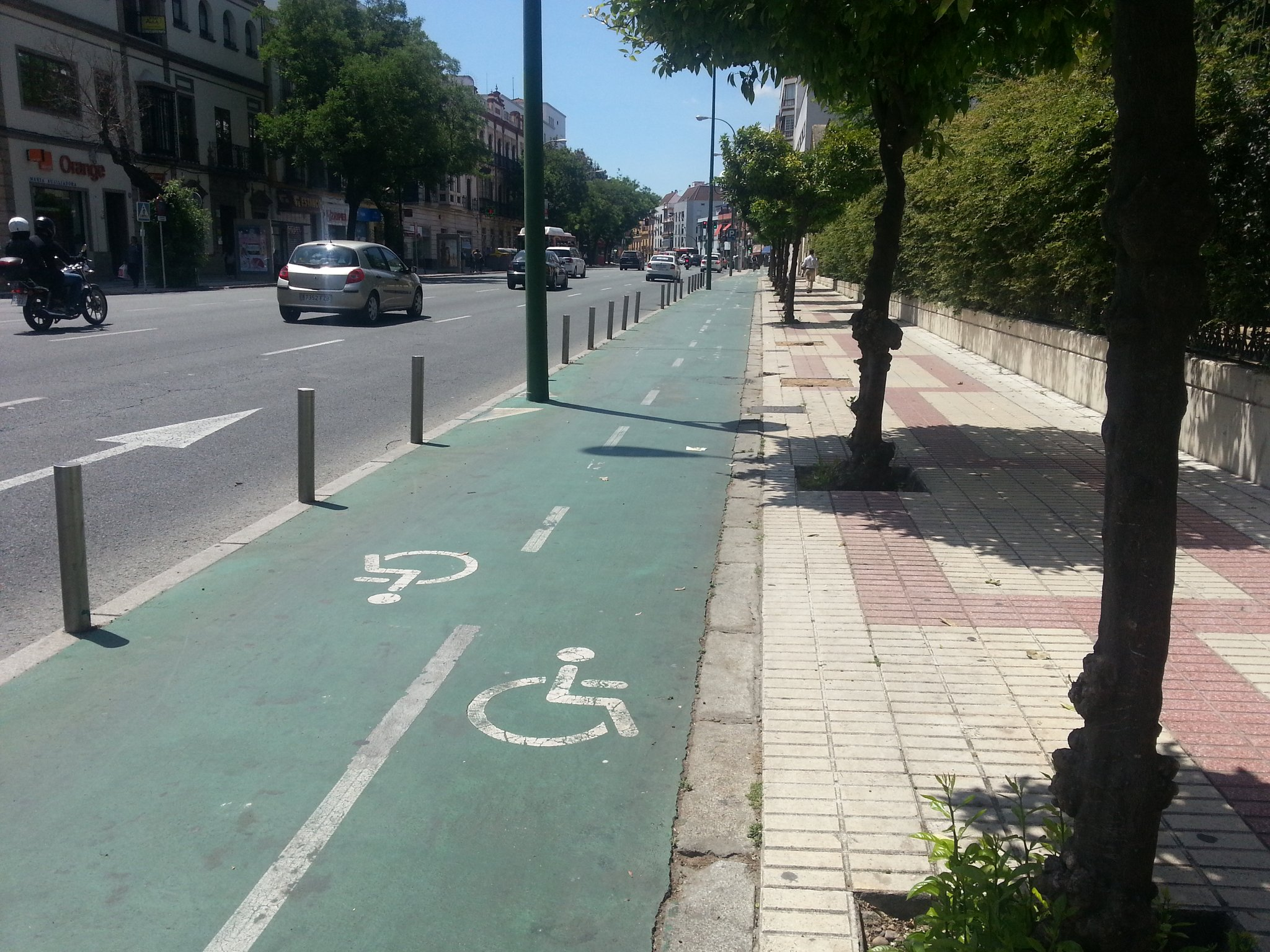 Not just a bike lane, a wheelchair lane #5gomadinSeville https://t.co/hnU5IY0REX
