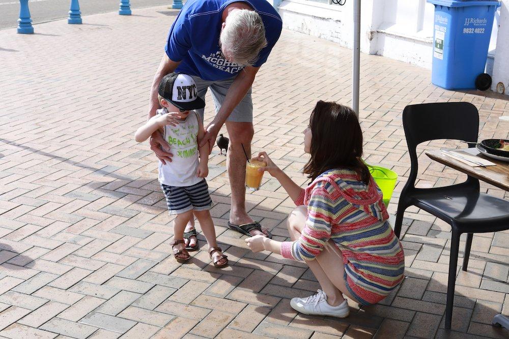 【「話を聞こうか。」10万部突破&オリコン週間1位記念オフショ祭り】⑥ 少年の塩対応(?)にたじたじのみさ先輩。塩対応というより、みさ先のセクシーさに少年がたじたじなのか…!? #衛藤美彩写真集 #オフショット #もちろん履いてますよ