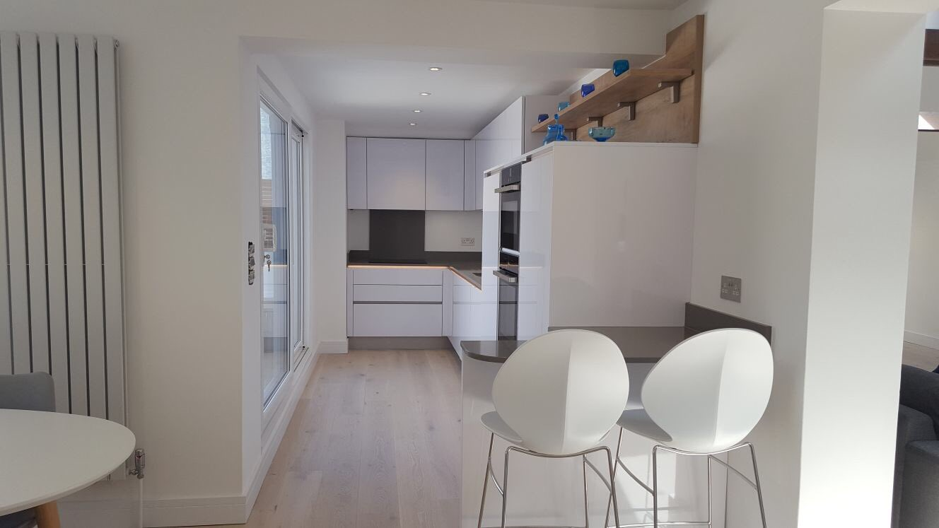 """#Nobilia Focus Premium White Line N #kitchen, complimented by the beautiful @Silestone 'Gris Expo' worktop. https://t.co/KqUSPFyFDN"""""""