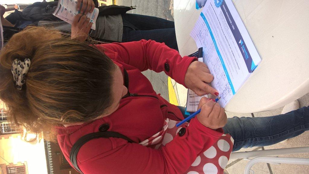 Juntando firmas #bajemoslosprecios #frenterenovador vicente lopez <br>http://pic.twitter.com/6gPWXB8NQ7