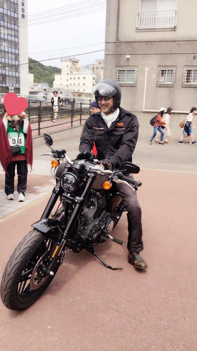 白バイの先導で、ハーレーに乗り大塚明夫さん登場である。きゃーーー❤️❤️❤️❤️ #マチアソビ