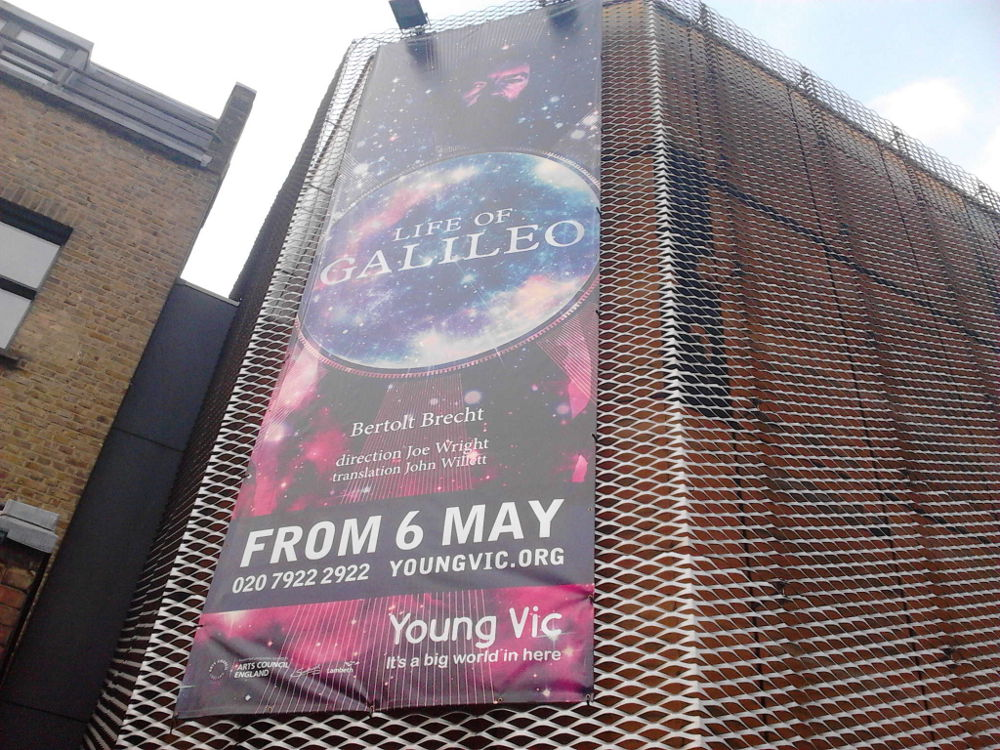 #LifeofGalileo 1st preview one of the great theatre experiences of my life. An immense, intelligent, important, relevant, visual/aural joy. <br>http://pic.twitter.com/YaEfi0hVcA
