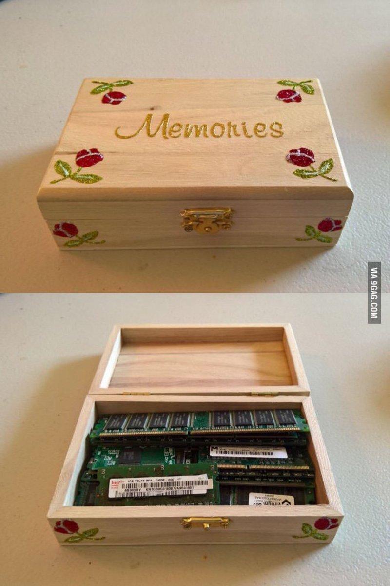 その使い方はきっと想定外w『Memories』の箱に入っているものがメモリー違いで笑う
