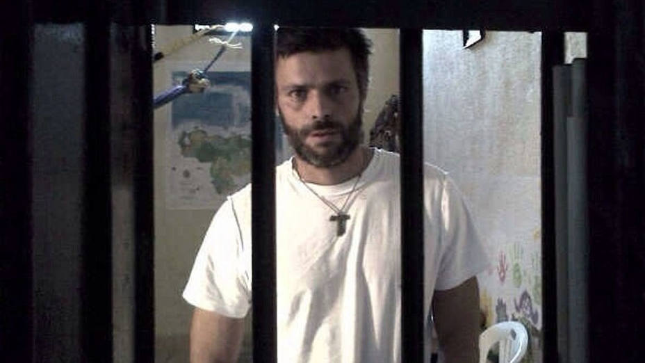 If Venezuela opposition leader Leopoldo Lopez is really not ill in military prison, let us visit him: @HRW to Maduro https://t.co/JzUa2gjPQK https://t.co/aTldJvCOoN