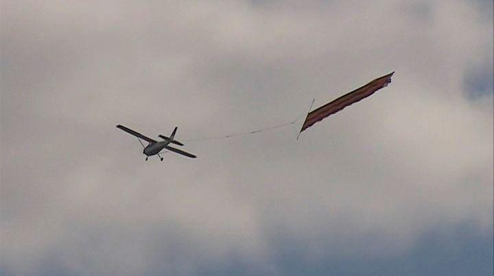 Самолет с 30-метровой георгиевской лентой несколько часов кружил над Чикаго