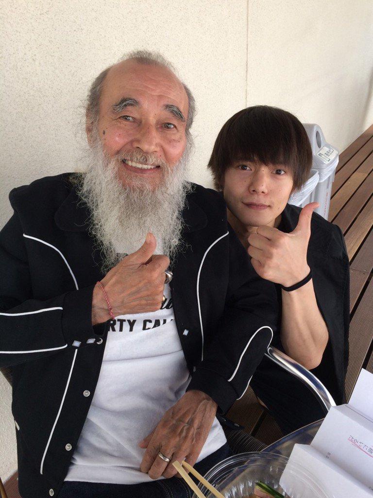 今日は撮影所で窪田くんにあった最初に会ったのは10年前の携帯捜査官7、 の時かれはまだ19歳だった! 最近は凄い人気で嬉しい(^.^) https://t.co/hfQwgKlV5J