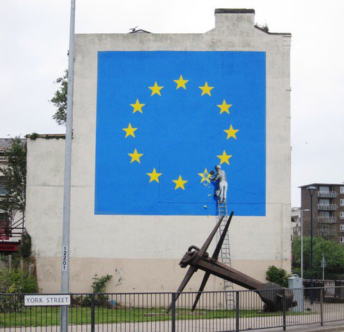 New Banksy. Just went up in Dover! https://t.co/pMtNc9TusQ
