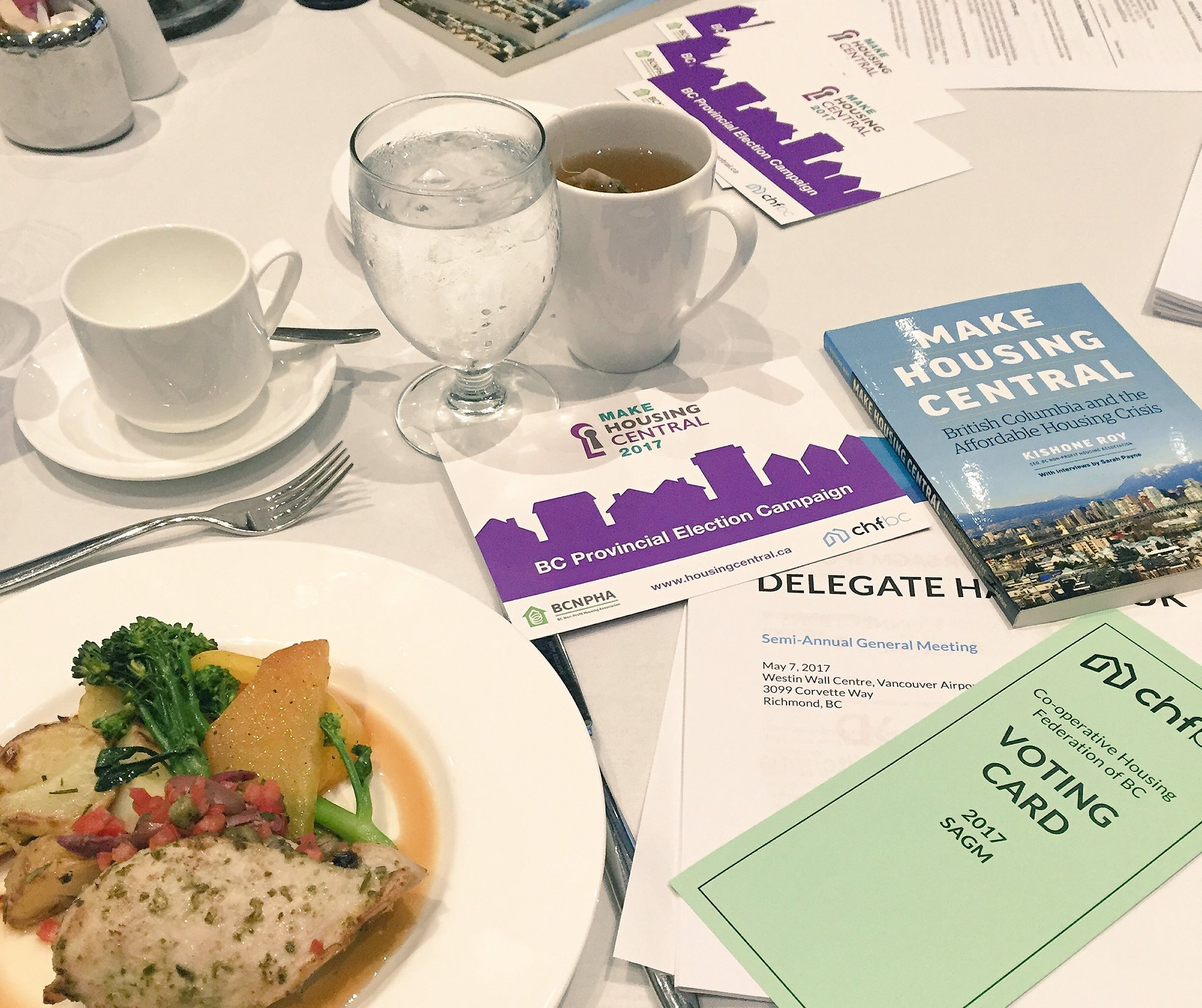 Lunch is looking good!🍴Thanks for the great service, @WallCentreYVR. Our delegates love the new venue! #coops #strongercommunities https://t.co/l0lknzd4l5