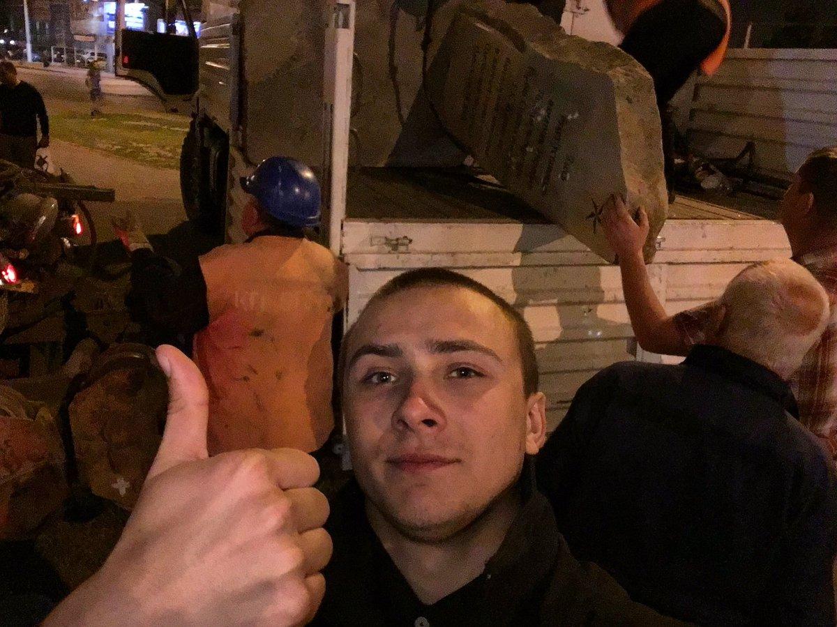 Активисты в Одессе заставили коммунальщиков демонтировать памятный камень маршалу Жукову - Цензор.НЕТ 9290
