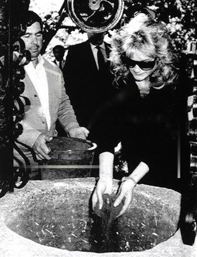 RT @Wellesnetcom 30 years ago today: Orson Welles' ashes were interred in Spain #OrsonWelles   https://t.co/bkZ5jceIbT
