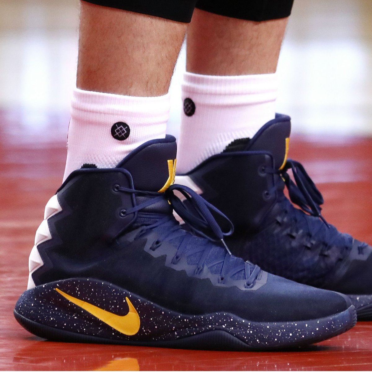 c2bfe9cf8d027 solewatch kevinlove wearing a nike hyperdunk 2016 pe in game 4 defendtheland