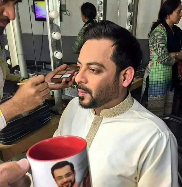 Kim Kardashian who? Nobody contours their cheekbones like Aamir Liaquat https://t.co/Ut0yDzApWv