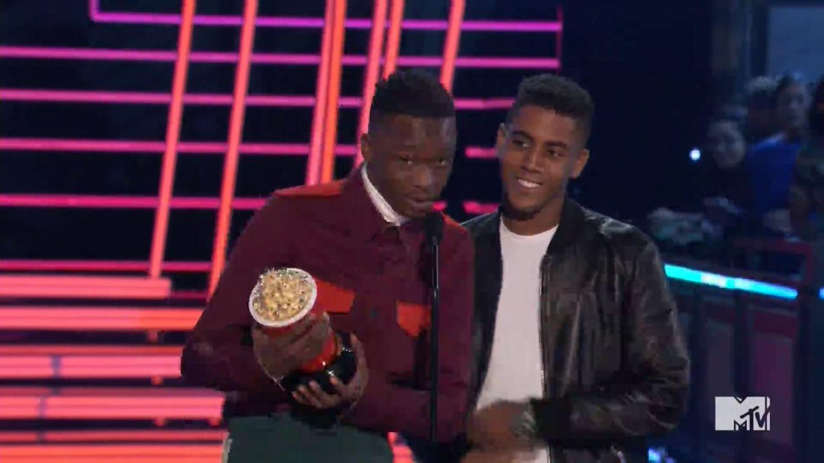 'Moonlight' stars Ashton Sanders & Jharrel Jerome win Best Kiss: 'This is for the others. The misfits.' #MTVAwards