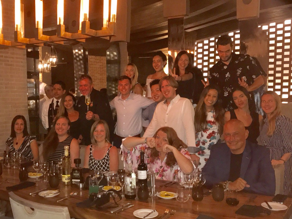 Farewell dinner w/the @CertAngusBeef @PalaceResorts #ThePalaceLife #PalaceLovesCab https://t.co/Ia9qDnbJgJ