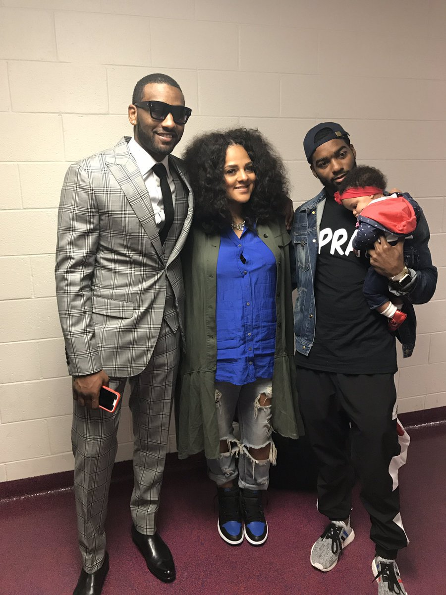 Thnx for your support tonight @MarshaAmbrosius and it was nice meeting you #DCFamily