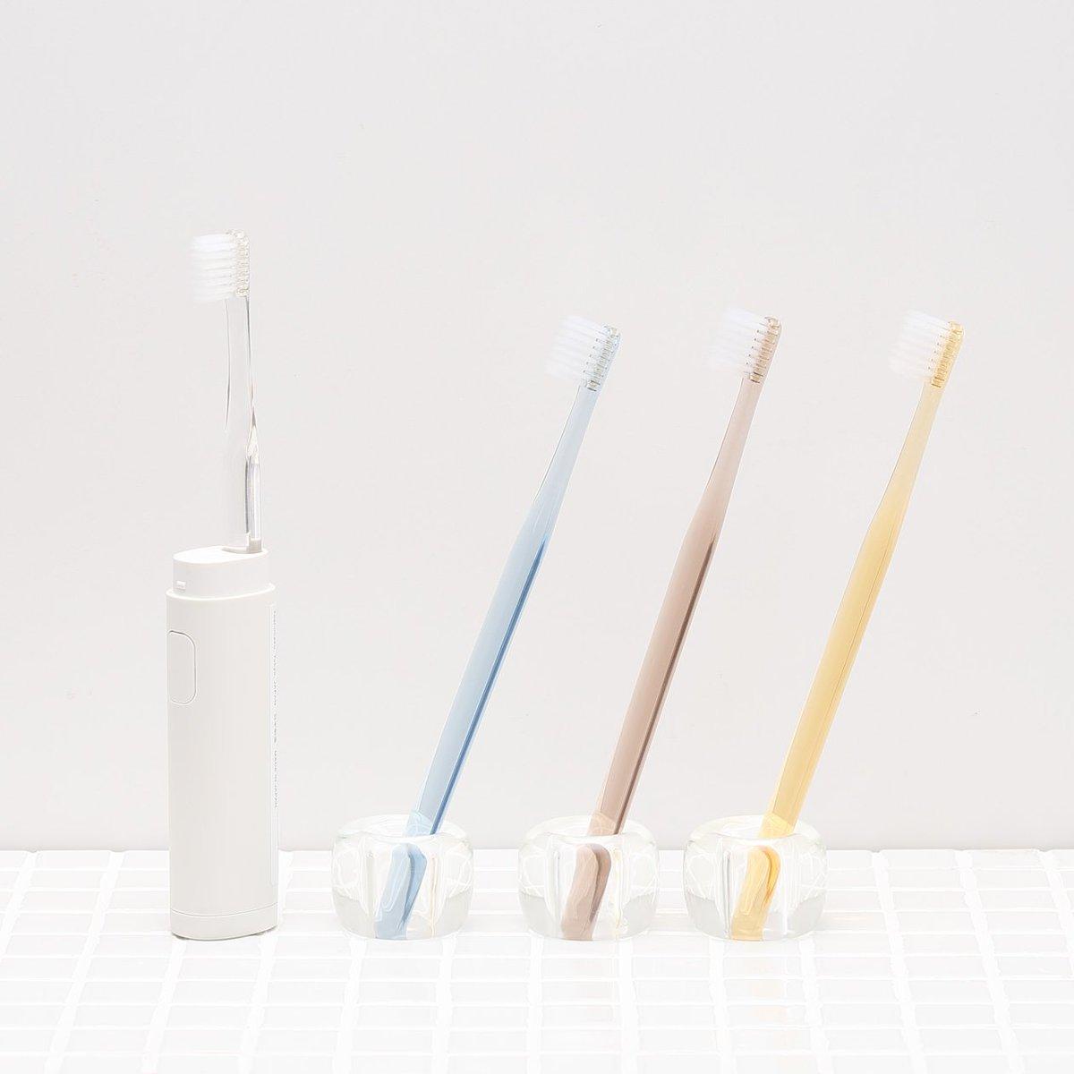 無印良品の歯ブラシを挿せる、音波振動歯ブラシです。キャップをつけるとケースになり、そのまま持ち運びが可能です(歯ブラシは別売です)。https://t.co/Pb3Cv4jgLy