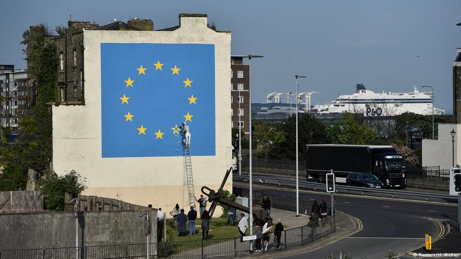 #Banksy takes on Brexit with new mural  https://t.co/o4dw31mGsX