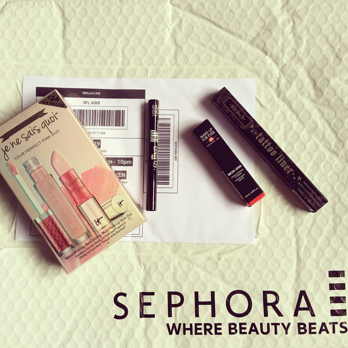 My #sephora package has arrived but they left out my #katvond #liquidlipstick! Ugh. #bittersweet #sephorasg #onlineshopping #sephoraonline <br>http://pic.twitter.com/LSQR4oLINi