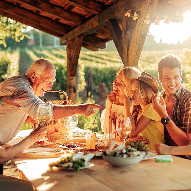 Il cibo ci proietta nel futuro? Sapori e tradizioni ci legano al passato. #NienteComePrima #Groupalia #cibonarratobene #tuttoFood2017 https://t.co/EnDtEQLSrC