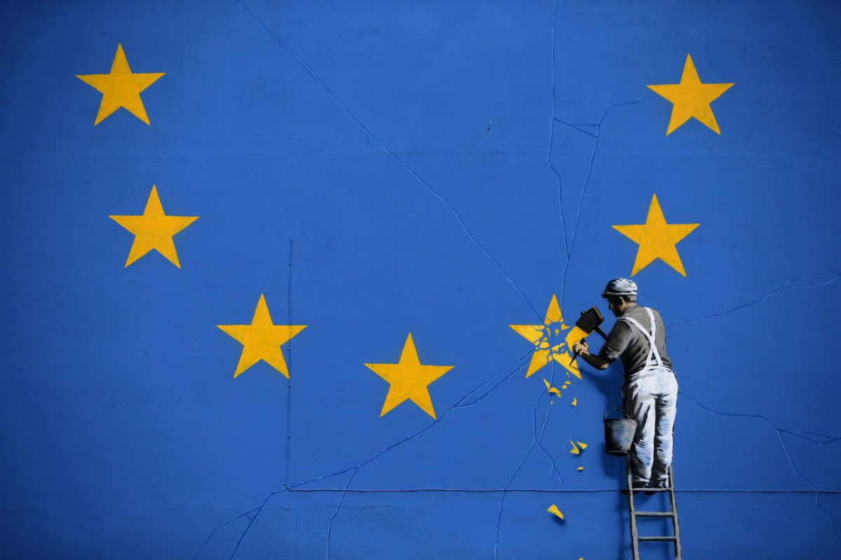 #Banksy chips away at EU flag in first #Brexit mural https://t.co/copvKwfwrm