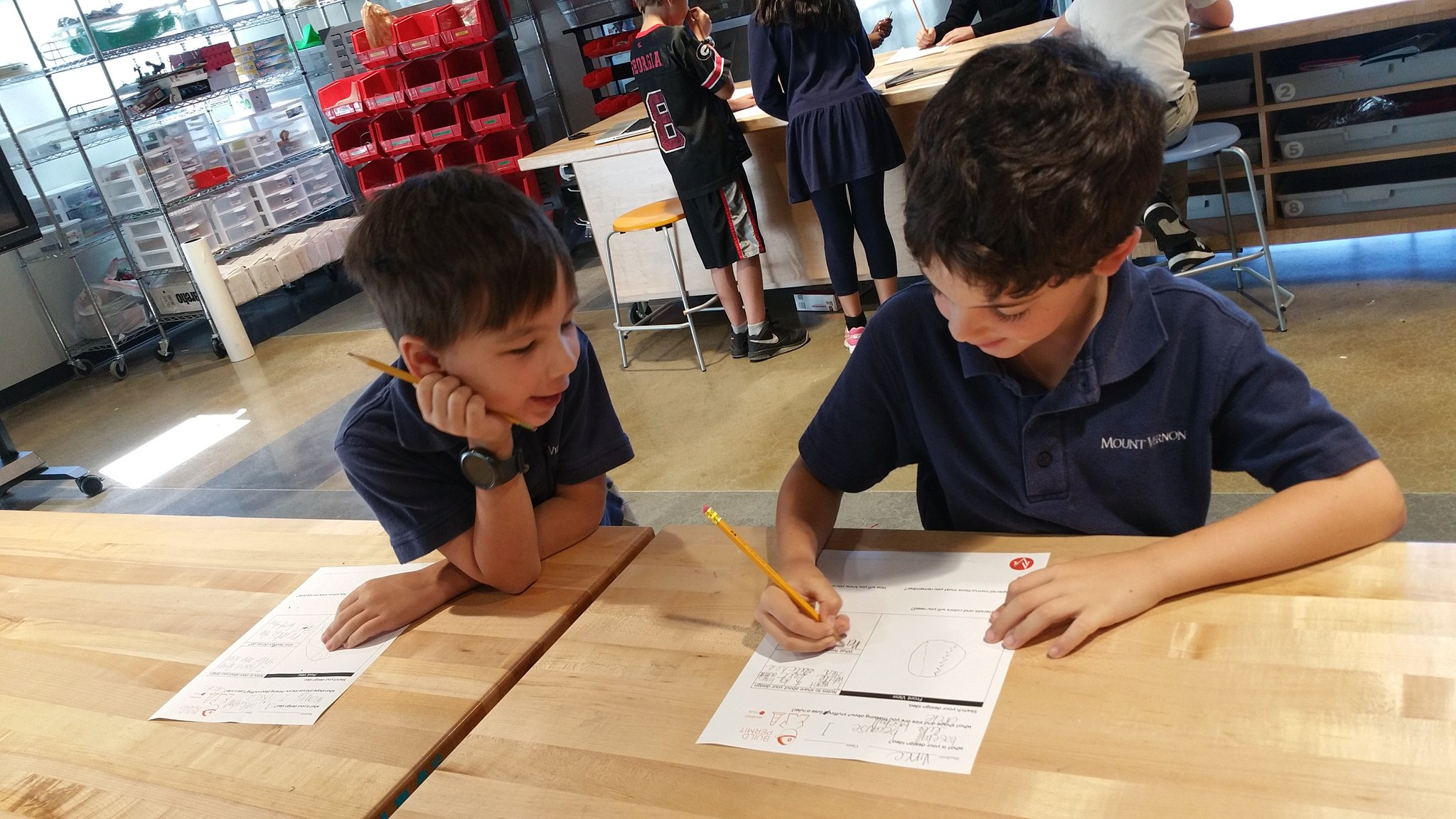 """What feedback do you have for me?"" #kidquote Ideas captured on build permits by Gr2 improve thanks to peer interactions #MakerEd #MVPSchool https://t.co/WOvay2bmmV"
