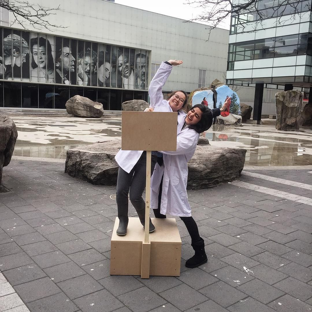 Our #SoapboxSciTO volunteers practicing staying on the soapbox during training this weekend! (@soapboxscito) https://t.co/LF8neuMGPE https://t.co/TMdGHZR0we