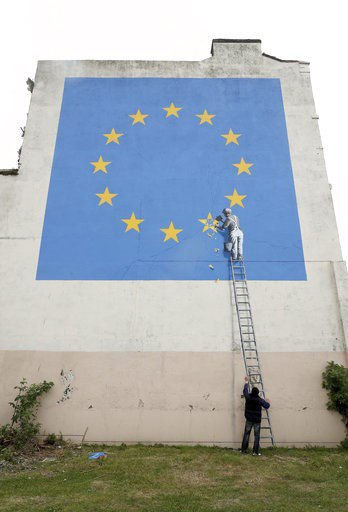 Chipping away at EU: #banksy take on #Brexit seen in Dover https://t.co/VLTBASbODW