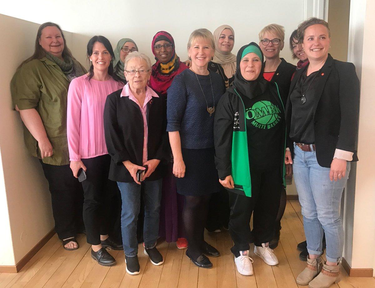 Mycket inspirerande möte med kvinnor i Vivalla idag. I Vivalla – precis som överallt – ska kvinnor själva få bestämma över sina liv.