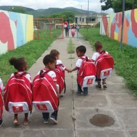 Jequié: Prefeitura entrega kits escolares e tamanho das mochilas vira piada na Internet https://t.co/PJ019VJi4n