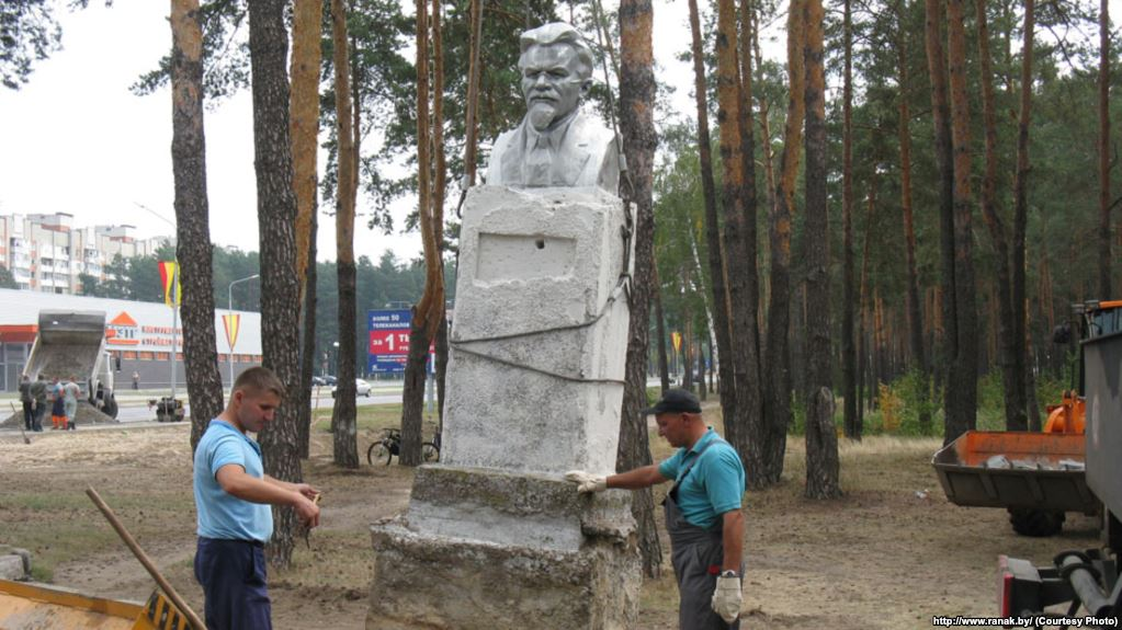 In Svietlahorsk removed a monument to soviet politician Kalinin