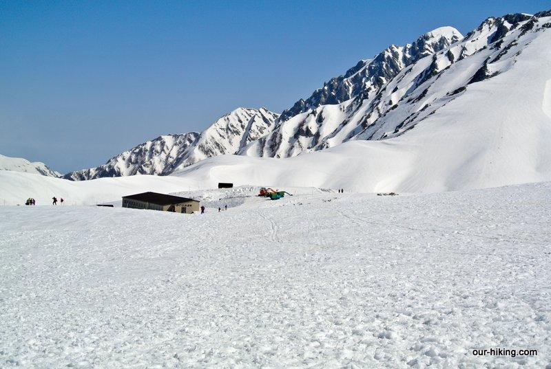 立山でスノーハイキングしたレポートをUPしました。 http://www.our-hiking.com/snowshoe12-tateyama1.html…  #立山 #室堂 #室堂平 #スノーハイキング #スノーシュー #立山黒部アルペンルート #雪の大谷 #雪の大谷ウォーク #立山連峰 #弥陀ヶ原 #立山カルデラ展望台